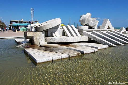 A Roman in Pescara. Win the MeetingLife Beach Kit!